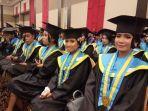 wisudawan-universitas-kristen-indonesia-uki-paulus-makassar-disela-sela-pengukuhan.jpg