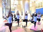 yoga-sambul-menikmati-sunset-di-rooftop-nipah-mal-kamis-3092021.jpg
