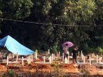 ziarah-ke-pemakaman-covid-di-jl-macanda.jpg