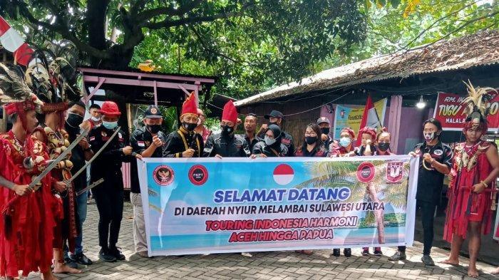 Pasangan Suami Istri Peserta Touring Indonesia Harmani Disambut Tari Kabasaran di Manado