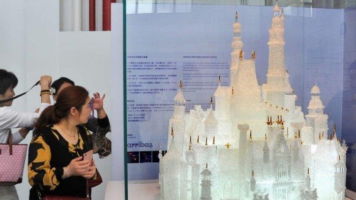 Detik-detik 2 Anak Kecil Merusak Replika yang Dibagun Selama 500 Jam, Kastil Kaca Roboh & Berserakan