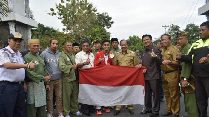 Wali Kota Bitung Berikan Rp 100 Juta untuk Abdul Malik, Bantuan Rumah Datang dari Presiden Jokowi