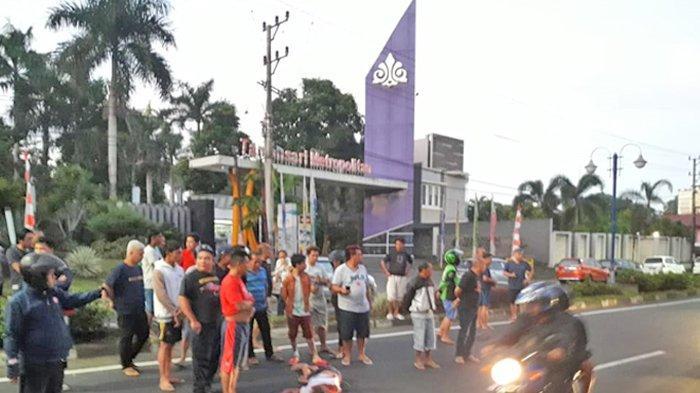 BREAKING NEWS Ada Mayat Tergeletak di Jalan AA Maramis Manado, Diduga Korban Kecelakaan
