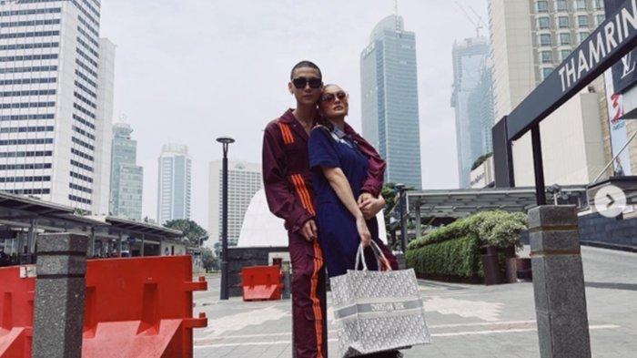 Kekasih Agnez Mo, Adam Rosyadi Dinyinyir Netizen, Lengket dengan Sang Diva Diduga Pansos