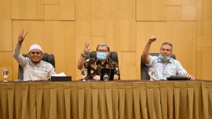Ahmad Heryawan memberi semangat kepada para kader PKS di Manado menghadapi pilkada serentak.