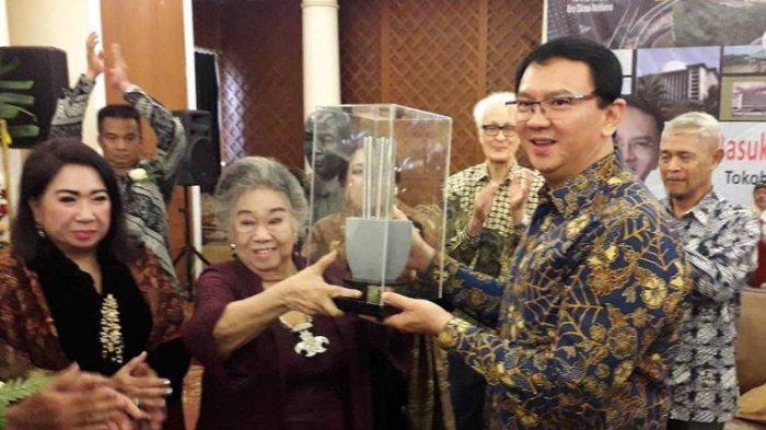 Ahok Terima Penghargaan Roosseno Award IX-2019 yang Pernah Diterima Presiden Ke-3 BJ Habibie