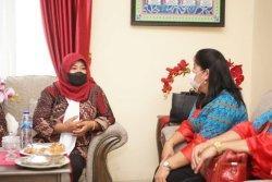 Ketua TP PKK Bolmut Ainun Talibo Terima Kunker TP PKK Mitra, Erni Rondonuwu: Peningkatan Kinerja Tim