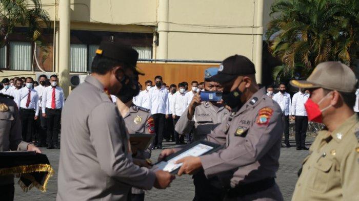 Salah satu anggota polisi yang bertugas di Satuan Pembinaan Masyarakat (Binmas) Polres Kotamobagu, Aipda Herdianto Mamonto mendapatkan penghargaan.