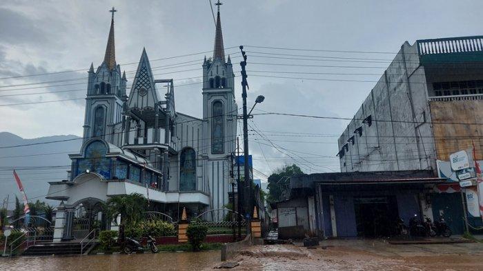 Banjir di Bitung, Air Warna Cokelat Meluap di Jalan Protokol