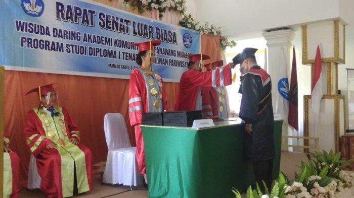 Akademi komunitas Mapanawang Manado melakukan wisuda daring program studi Diploma I untuk tenaga keamanan Pariwisata, Sabtu (5/6/2021).