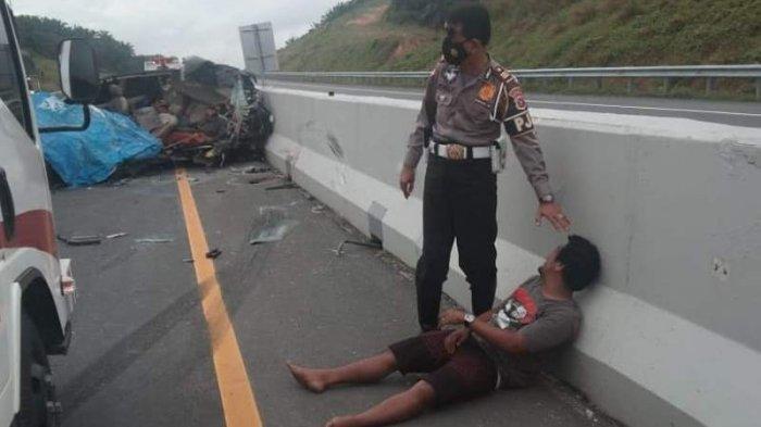 Kecelakaan Maut Tadi Pagi, 5 Orang Tewas di Lokasi Usai Tabrak Truk, Mobil Innova Kehilangan Kendali