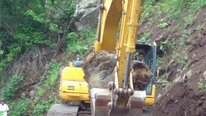 Sempat Tertutup Longsoran, Akses Jalan Kawahang-Batubulan Sudah Terbuka