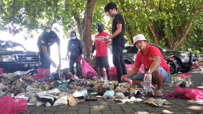 Peringati World Ocean Day, Penyelam Bersihkan Ratusan Kilogram Sampah di Pantai Malalayang