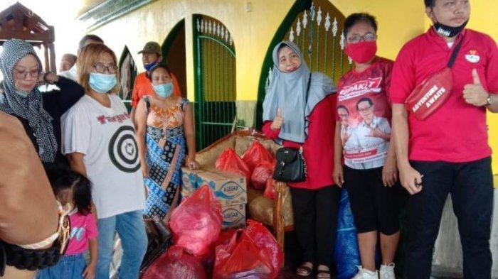 Kelompok Warga Bantu Bersihkan Puing-puing Rumah di Pasar Tua Bitung, Ini Data Terkini Kebakaran