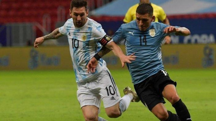 Aksi Lionel Messi di Copa America 2021 bersama Timnas Argentina. Saksikan aksi Messi hari ini dalam laga Argentina vs Paraguay di Copa America 2021 lewat Live Streaming Indosiar TV Online viido.com Selasa (22/6) mulai jam 07.00 WIB