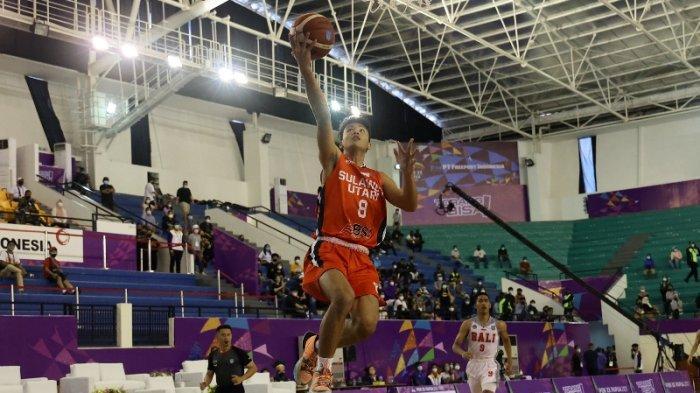 Aksi pemain Sulut saat meladeni tim Bakset Putra Bali di PON XX Papua. Berlangsung di GOR Mimika Center (MC) Timika Papua. Sulut menang 86 vs 56 atas Bali.