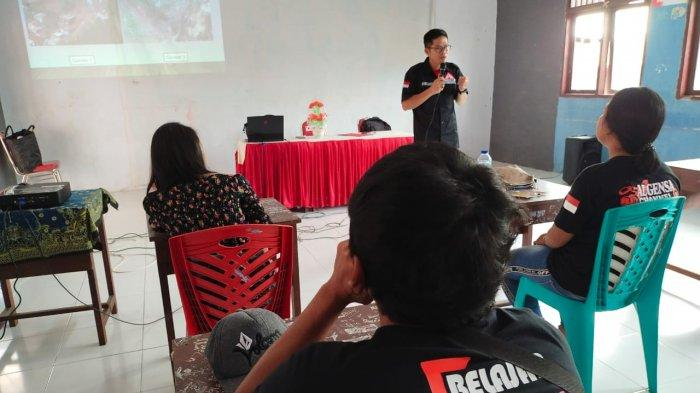 Aktivitas belajar mengajar PKBM Rumah Belajar Karangetang
