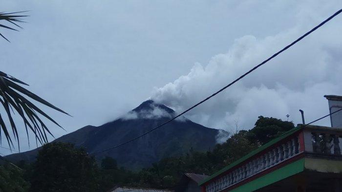 Status 'Siaga,' Gunung Karangetang Masih Mengeluarkan Asap
