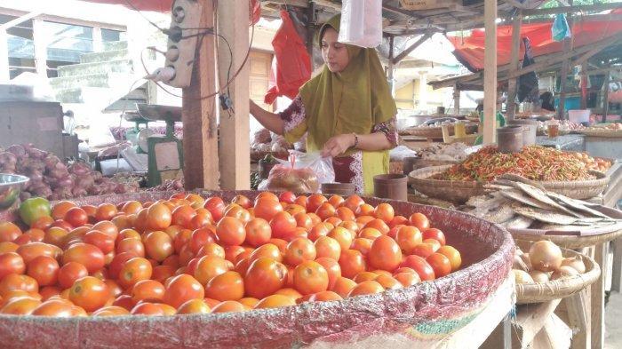 Harga Tomat dan Bawang Batang di Pasar Amurang Anjlok, Wortel Meroket