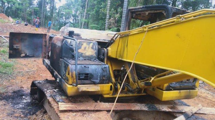BREAKING NEWS - Satu Alat Berat di Tambang Emas Tobayagan Bolsel Terbakar