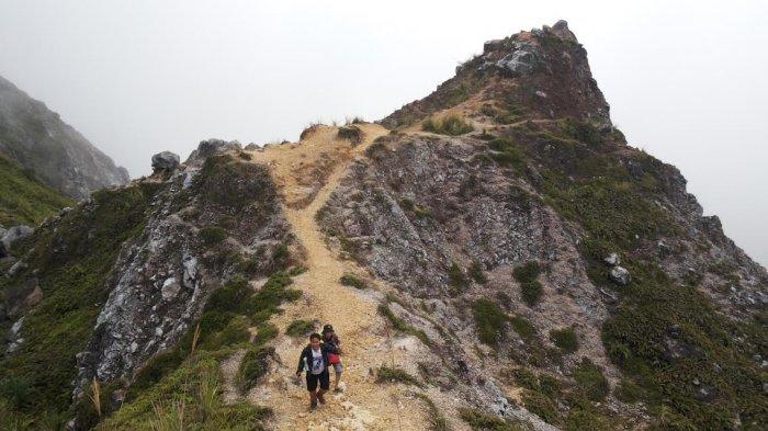 Petualangan Seru Pendaki Gunung Ambang Boltim, Wow! Di Puncak Bisa Internetan Lho