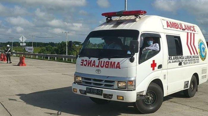 Detik-detik Ambulans Jenazah Covid Tabrak Pengendra Motor, Kepala Korban Sampai Bengkak