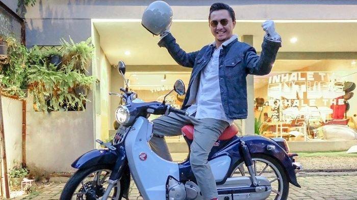 Ananda Omesh dengan motornya