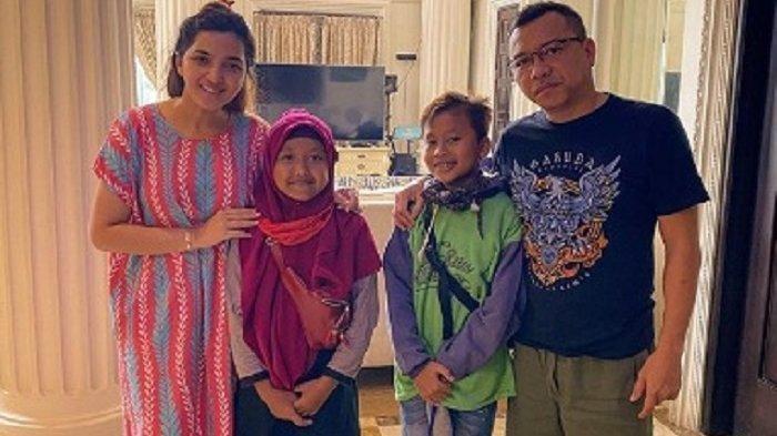 Anang Hermansyah dan Ashanty bersama dua anak angkat mereka, Putra dan Aulia.