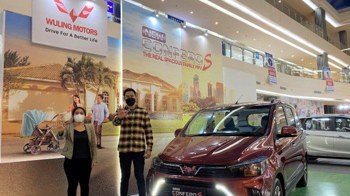 Andi Isyana Ayu, Area Sales Manager Kumala Sulawesi Bagian Utara bersama Rendy Gunawan, Regional Sales Manager Sulawesi Bagian Utara dalam Peluncuran New Confero S di Manado
