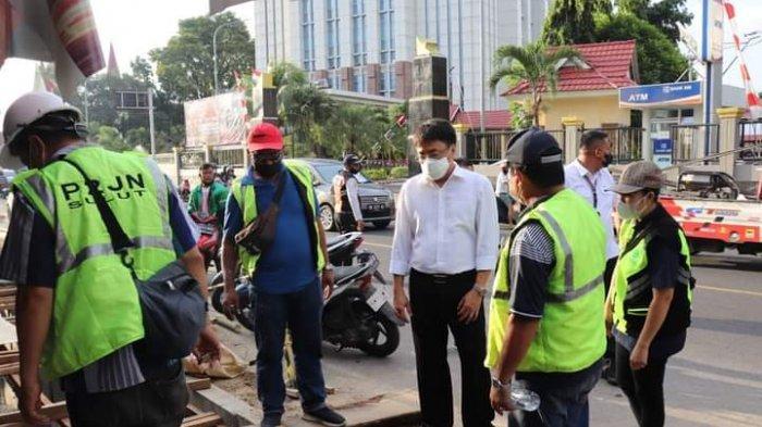 Hujan, Warga Buang Sampah di Selokan, Andrei Angouw: ASN Pemkot Manado Silahkan Tegur