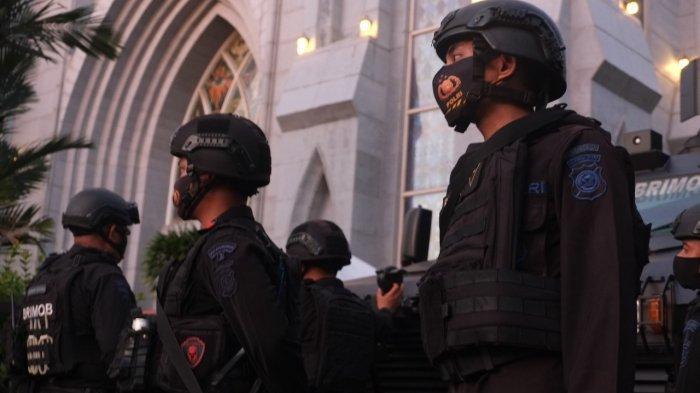 Foto Suasana Pengamanan Perayaan Paskah di Gereja Katedral Hati Tersuci Maria, Kota Manado