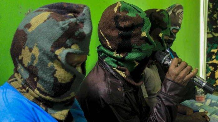 Dua Oknum KKB Bawa 5 Pucuk Senjata Ditangkap TNI, Duo Uropmabin Tak Berkutik