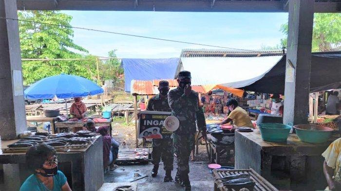 Anggota Koramil Poigar Sosialisasikan Prokes Covid-19, Pakai Megaphone Keliling Pasar