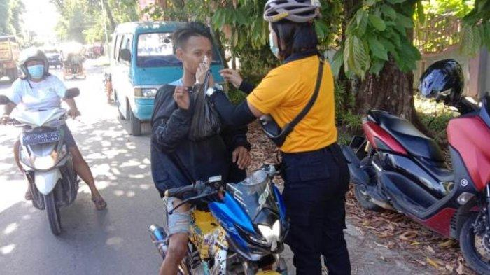 Anggota Polres Kepulauan Talaud Bersihkan Rumah Ibadah dan bagi bagi masker ke masyaratkat dalam rangka menyambut HUT Bhayangkara ke 75 .