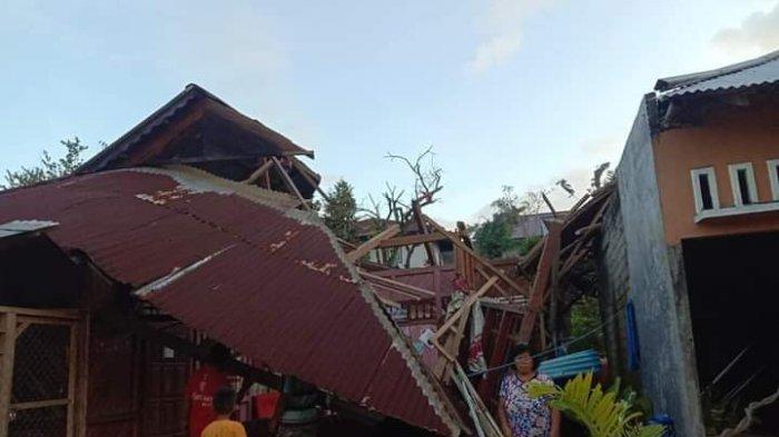 BREAKING NEWS: Puting Beliung Hancurkan 47 Rumah di Desa Tumaluntung, Minahasa Selatan