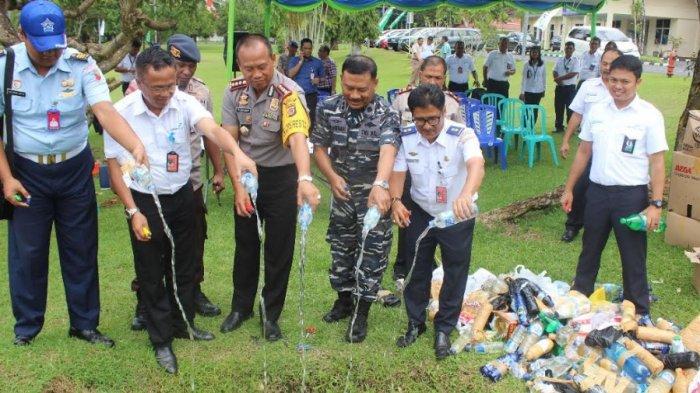 Angkasa Pura I Bandara Samrat Rutin Musnahkan 'Prohibited Items'