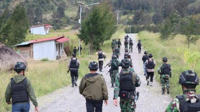 Diserbu TNI-Polri hingga 5 Anggotanya Ditembak Mati, KKB Kini Ngemis pada Jokowi untuk Tak Diserang