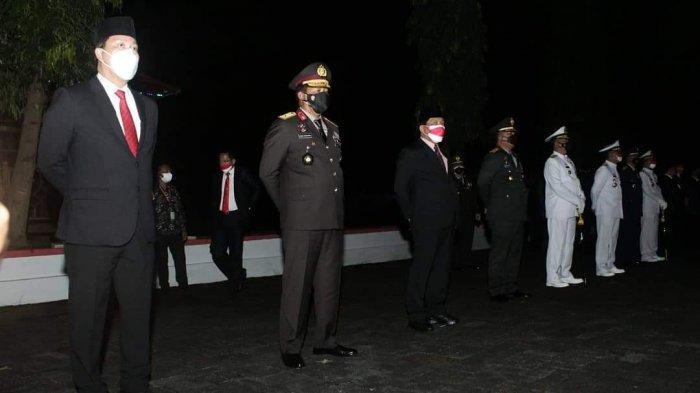 Steven Kandouw Tengah Malam Pimpin Apel Kehormatan dan Renungan Suci di TMP Kairagi