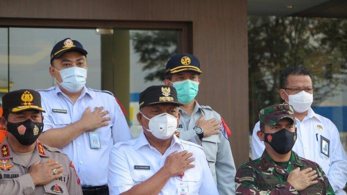 Apel Siaga Operasi Ketupat Samrat 2021 di Mapolda Sulut dihadiri Gubernur Sulut, Olly Dondokambey, Rabu (05/05/2021). Jasa Raharja Cabang Sulut mendukung penuh Operasi Ketupat Samrat 2021.
