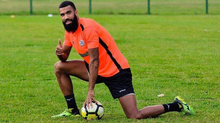 Sempat Kesal Dengan Liga Indonesia Sylvano Comvalius Kembali Perkuat Arema FC