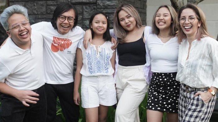 Ari Lasso bersama istri dan anak-anaknya
