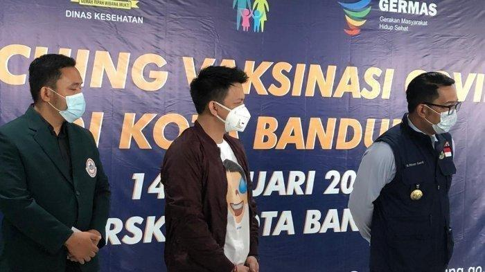 Ditemani Gubernur Jawa Barat Ridwan Kamil, Ariel Noah Disuntik Vaksin Covid-19