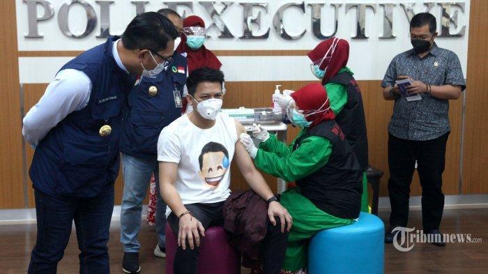 Ariel NOAH Ungkap Perasaan saat Disuntik Vaksin Covid-19 Bersama Ridwan Kamil, Ini Harapannya