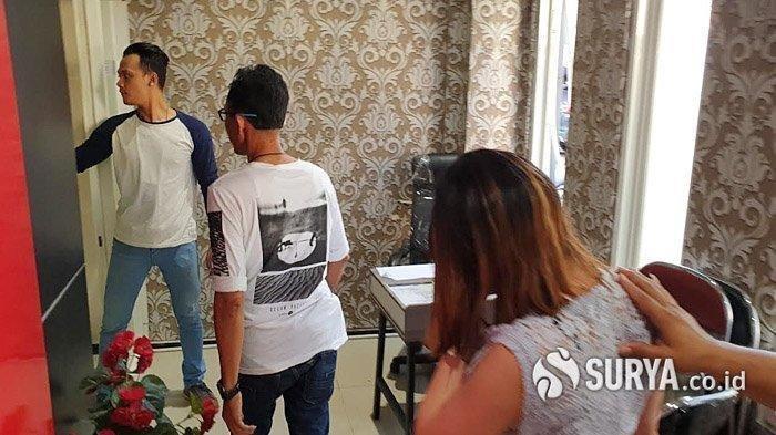 Dua Artis yakni AS dan TS, Sepasang Pria Wanita Diciduk Polisi di Kamar Hotel, Ya Prostitusi Online