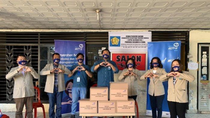 Maknai Hari Bahasa Isyarat, Asuransi Astra Manado Serahkan Masker Transparan ke Teman Tuli