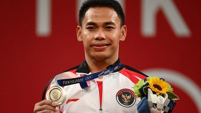 Atlet angkat besi Indonesia, Eko Yuli Irawan meraih medali perak di Olimpiade Tokyo, Minggu 25 Juli 2021.