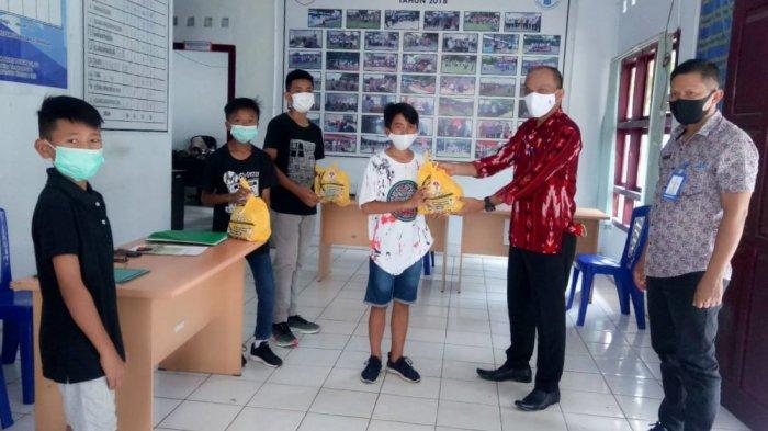 Atlet dan Pelatih Olahraga di Kotamobagu Dapat Masker dan Vitamin