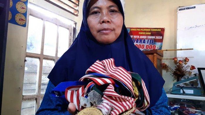 Leni Haini Dulu Juara Dayung Hingga Luar Negeri, Kini Hendak Jual Medali Untuk Obati Anak