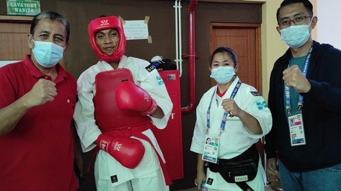 Atlet Kempo Sulut, Michael Manumpahi harus mengakui keunggulan lawannya, Kurniawan (NTB) dalam laga perdana kelas 65 kg di GOR STT GIDI Sentani, Kabupaten Jayapura, Papua, Sabtu (09/10/2021).