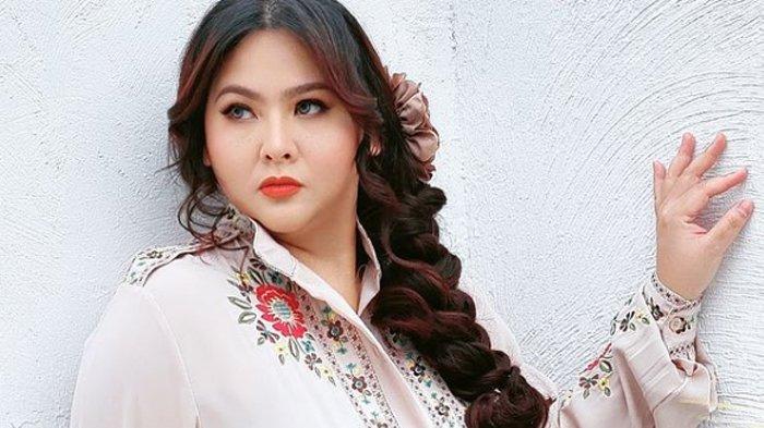 Sosok Audy Item, Penyanyi Indonesia dan Istri Iko Uwais, Baru Saja Rayakan Ulang Tahun Putrinya